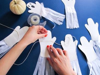 DIY // Comment réaliser une guirlande de fantômes pour Halloween // How to make a paper ghost garland for Halloween