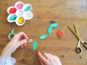 DIY // Réaliser un chandelier avec des tulipes en papier // How to make a paper chandelier with tulips // A Cardboard Dream blog