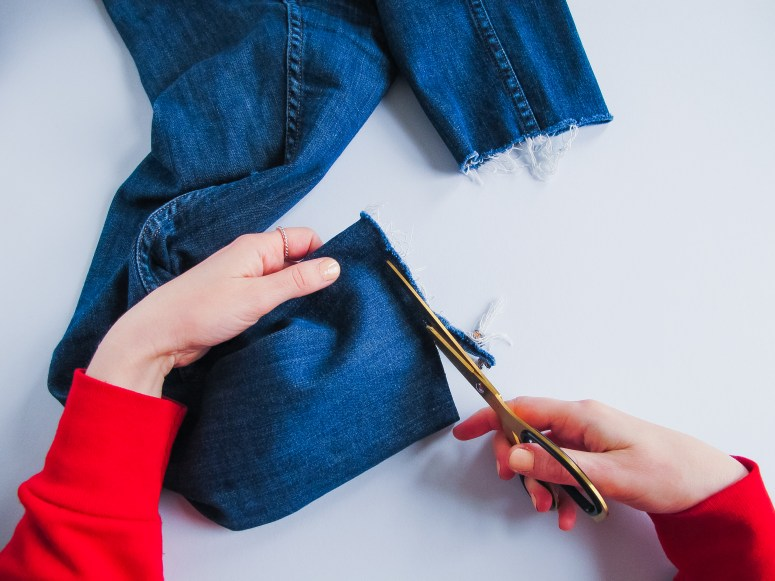 DIY // Customiser un jean pour les fêtes // How to make a festive pair of jeans // A Cardboard Dream blog