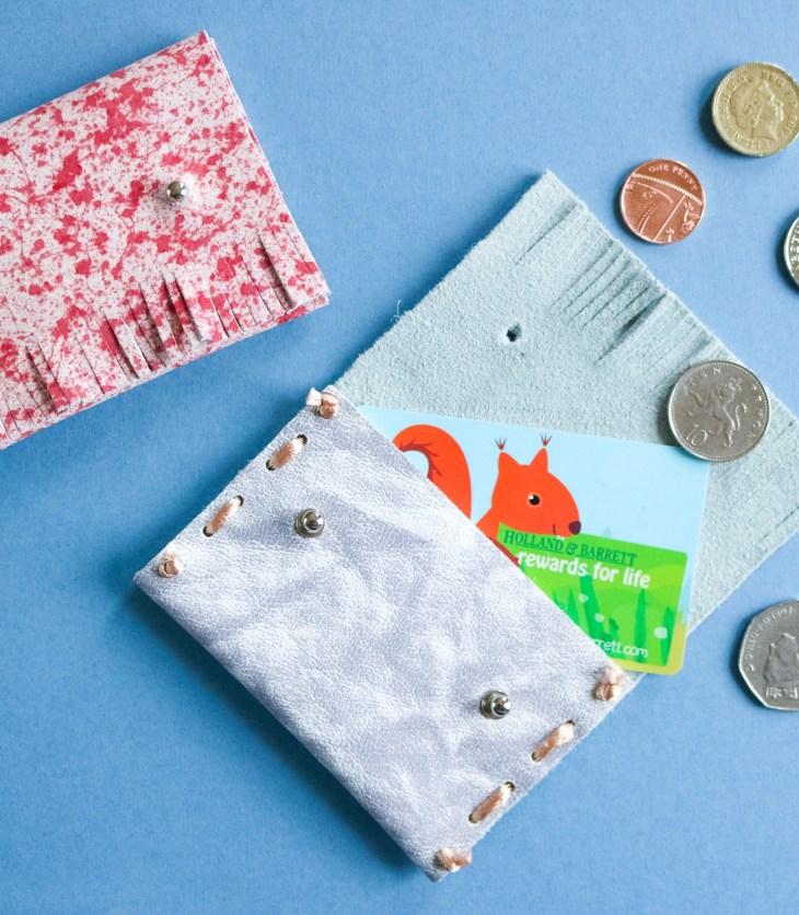 DIY // Comment réaliser un porte-carte en cuir à frange // How to make a leather card holder // A Cardboard Dream blog
