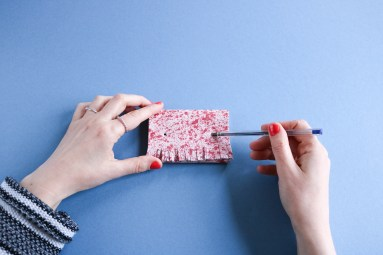 DIY // Comment réaliser un porte-carte en cuir à frange // How to make a leather card holder // A Cardboard Dream blog
