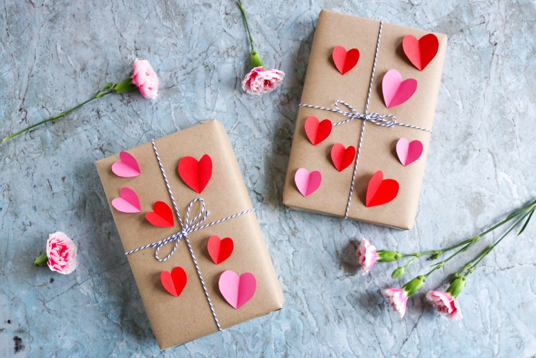 DIY // Réaliser un joli paquet cadeau pour la Saint-Valentin // How to make pretty gift wrapping for Valentine's day // A Cardboard Dream blog