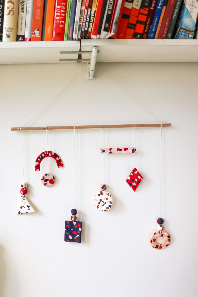 DIY // Réaliser une suspension en pâte polymère DAS façon terrazzo // How to make a terrazzo mobile with DAS paste // A Cardboard Dream blog