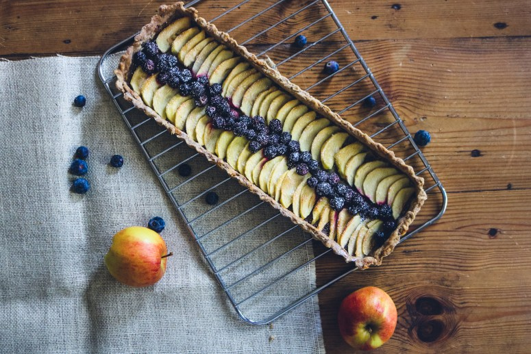 Le recette de la tartes aux pommes et myrtilles // Recipe apples and blueberries tart // A Cardboard Dream Blog