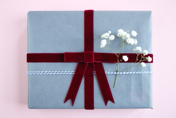 DIY // Réaliser des jolis paquets cadeaux pour Noël à la main // How to make pretty handmade Christmas present wrapping // A Cardboard Dream blog
