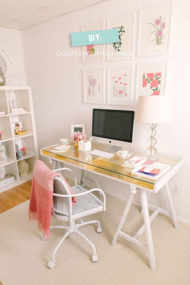 Idee per la zona ufficio - Una scrivania Ikea che diventa chic con un tocco gold immerso nel rosa