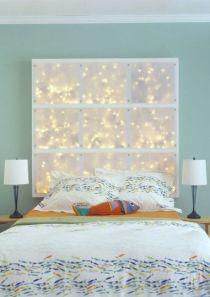 Dei pannelli di plexiglas e le lucine dentro possono trasformare la stanza. Provare per credere!