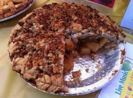 torta-di-mele-con-granella-di-nocciole-e-cacao