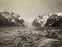 Due uomini sul ghiacciaio del Karakorum - 1909 (panopticongallery.com)