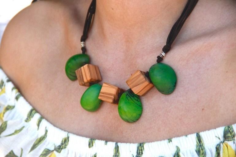 Artesanía Bejarano artesania-bejarano_collar-amazonas-tagua-verde Las mejores joyas artesanales para el verano 2021 Noticias