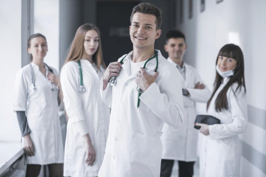 Z jakich materiałów wytwarza się odzież medyczną?