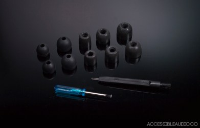A large variety of tips with the bass response adjuster and tip cleaner.