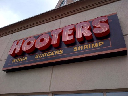hooters_5