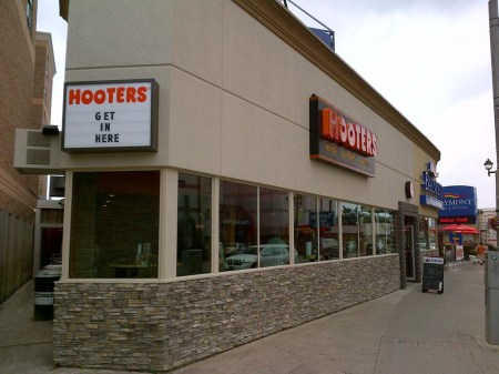 hooters_6