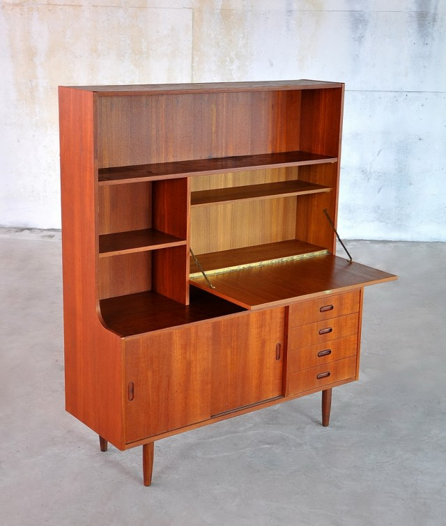 Desk With Bookshelf Attached
