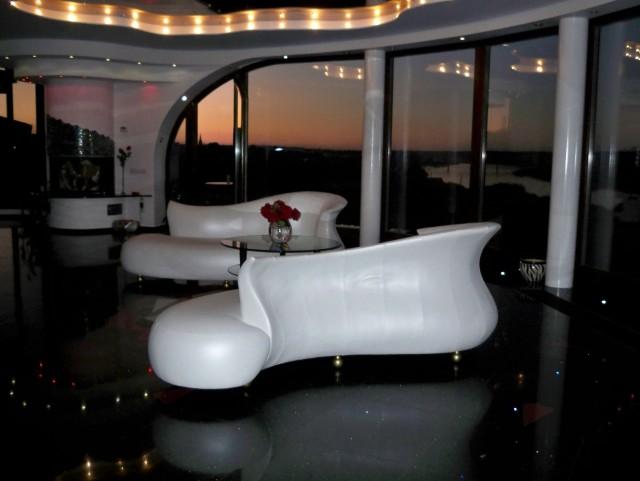 Modern Chaise Lounge Sofa