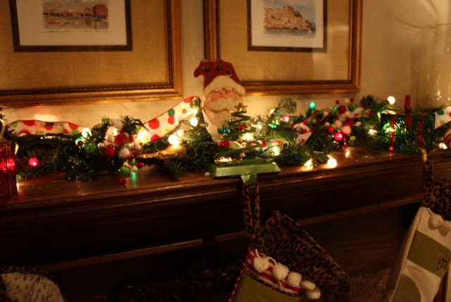 Photos Of Fireplace Mantels Decorated For Christmas