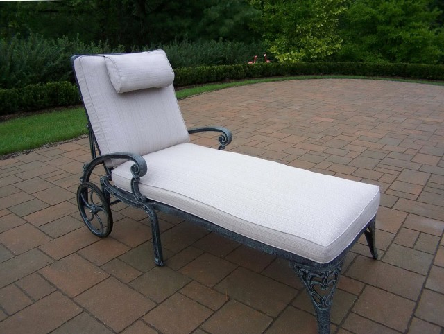 Cast Aluminum Chaise Lounge With Cushion
