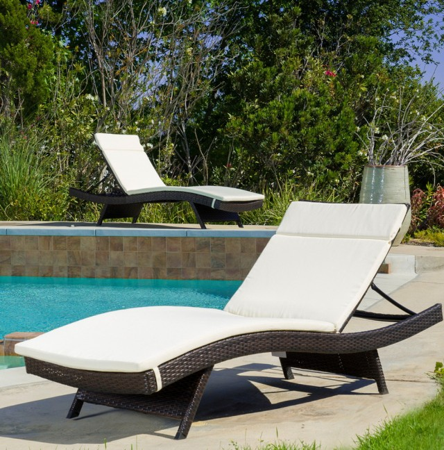 White Chaise Lounge Outdoor Furniture