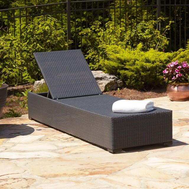 White Wicker Chaise Lounge Chair