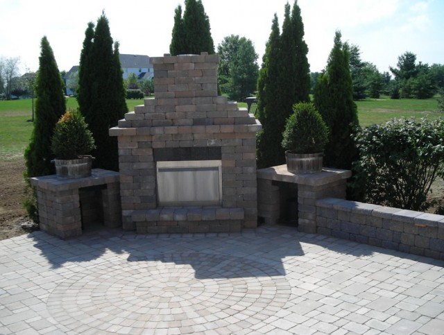 Building An Outdoor Fireplace With Pavers