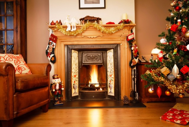 Simple Fireplace Christmas Decorations