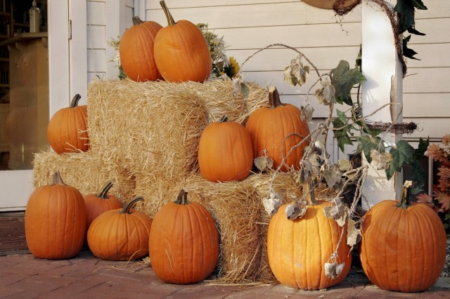 Fall Front Porch Ideas With Hay