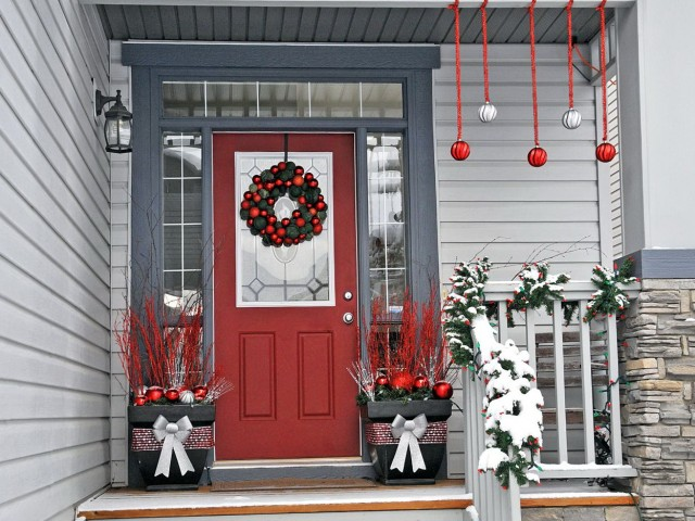 Front Porch Railing Christmas Decorating Ideas