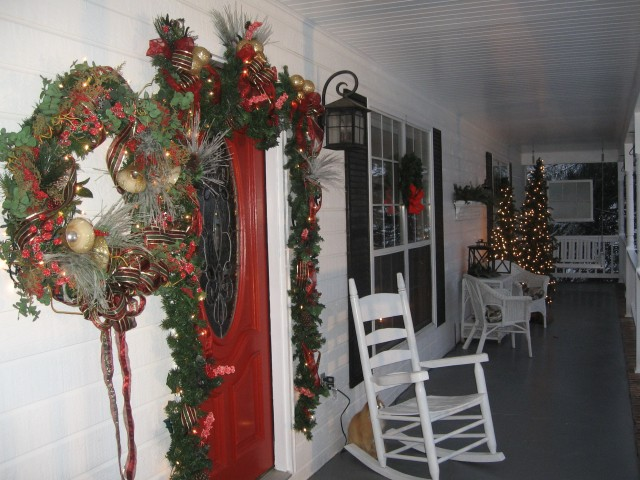 Apartment Porch Christmas Decorating Ideas