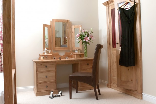 Corner Vanity Table Set