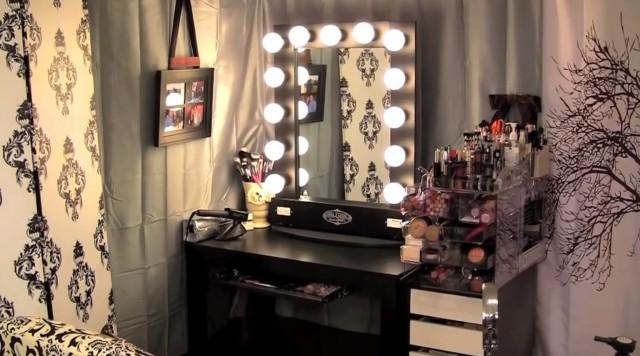 Hollywood Vanity Makeup Table