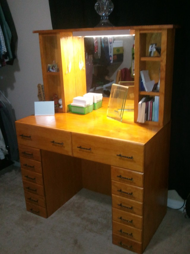 Makeup Vanity With Lights And Drawers
