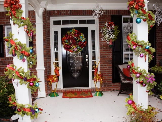 Pictures Of Front Porches Decorated For Christmas