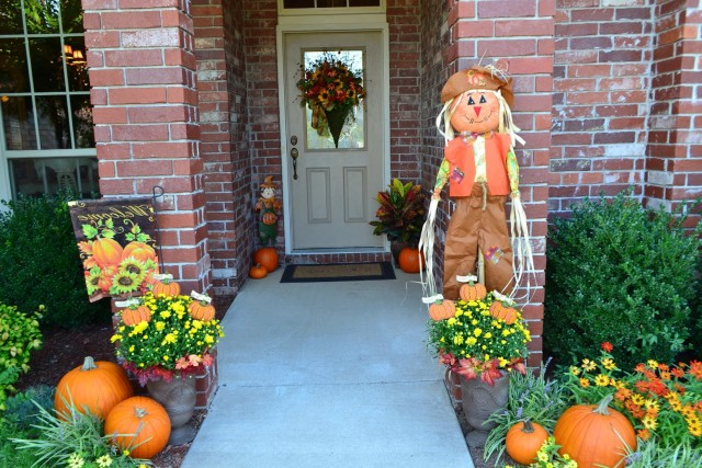 Pictures Of Front Porches Decorated For Fall