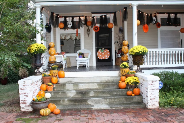 Pictures Of Front Porches Decorated For Halloween