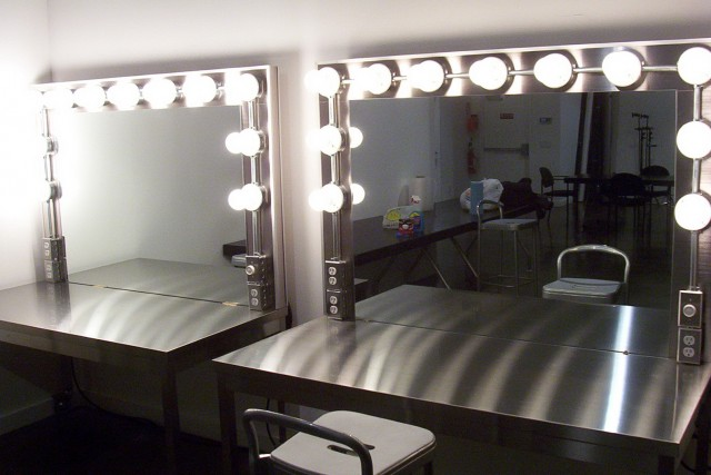 Professional Makeup Vanity With Lights