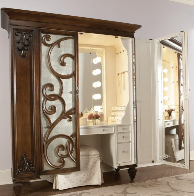Vanity Set With Lights For Sale