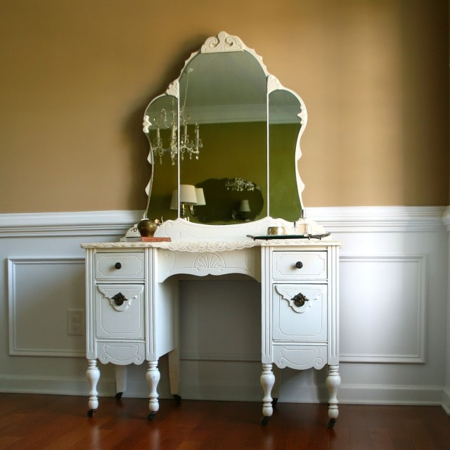 Vintage Makeup Vanity Table