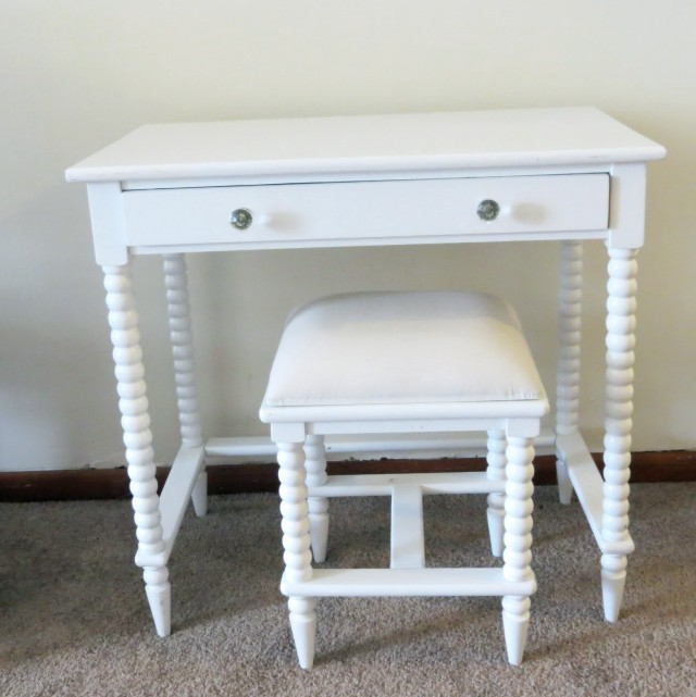 White Vanity Table Without Mirror