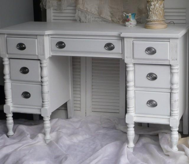 White Vintage Vanity Table