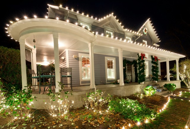 Wrap Around Porch Christmas Decorating Ideas