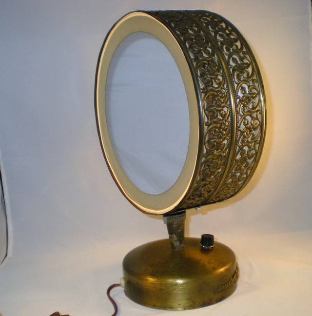 Antique Makeup Vanity With Lights