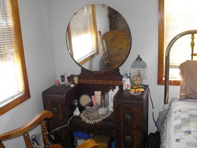 Antique Makeup Vanity With Round Mirror