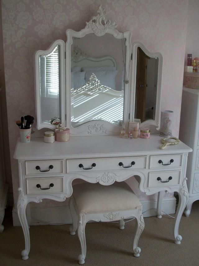 Antique White Makeup Vanity Sets