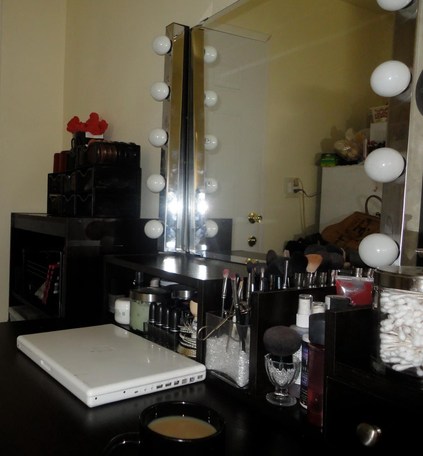 Diy Vanity Mirror With Light Bulbs