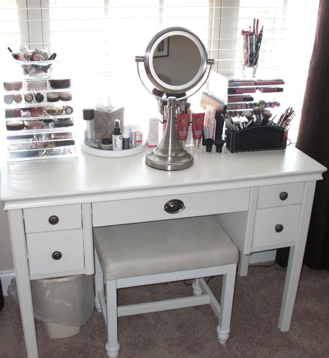 Lighted Makeup Vanity Sets