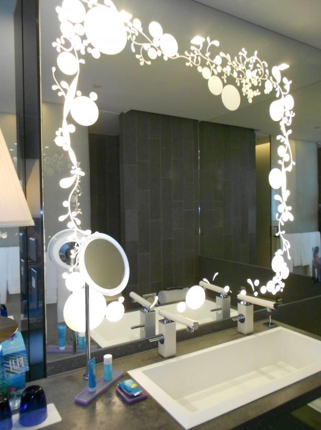 Lighted Tabletop Vanity Mirror