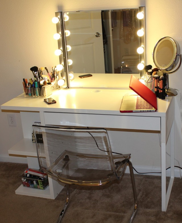 Lighted Vanity Makeup Desk