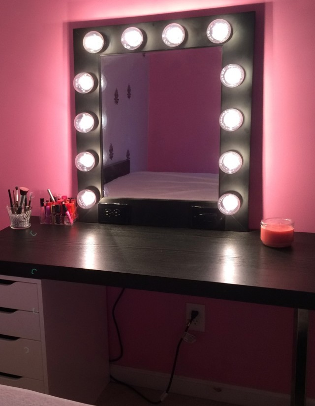 Lighted Vanity Table With Mirror