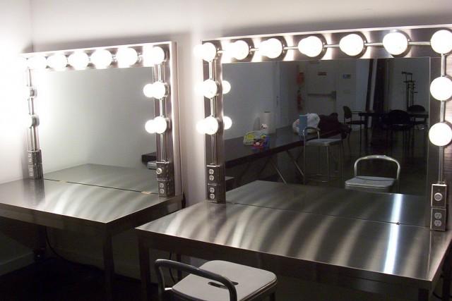 Makeup Vanity Furniture With Lights